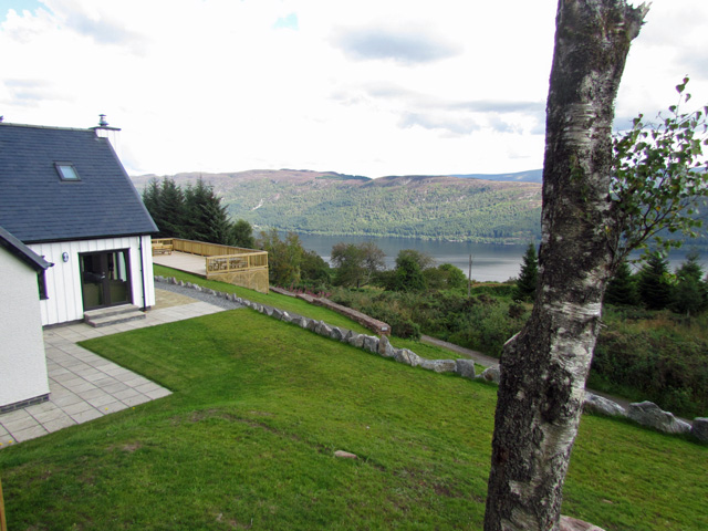 Drovers Cottage with view of Loch Ness