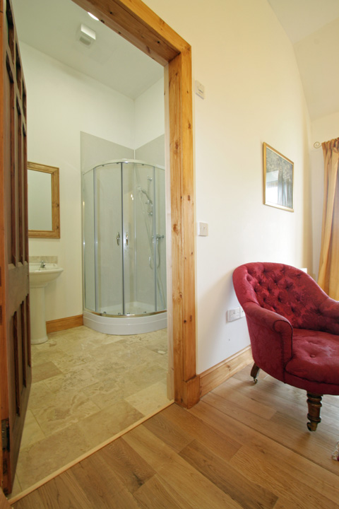 Master bedroom en-suite shower room