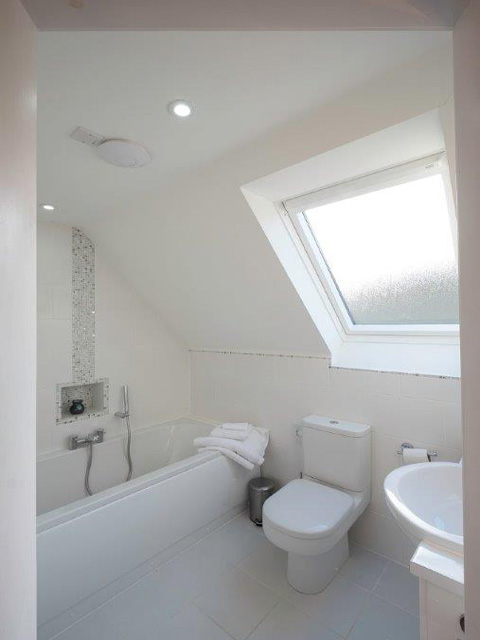 En-suite to twin bedroom
