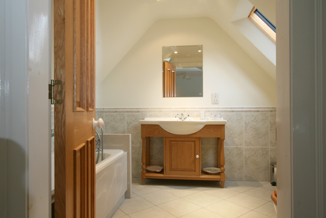 Ensuite to upstairs bedroom