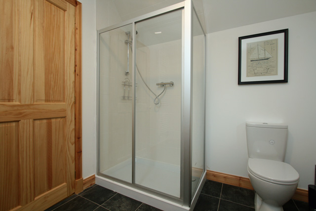 En-suite bath/shower room